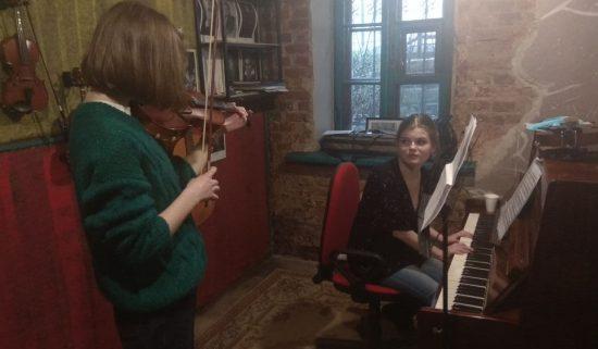 Урок скрипки в музыкальной школе